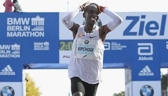 Berlín: Fantazie, Kipchoge vylepšil světový rekord v maratonu!