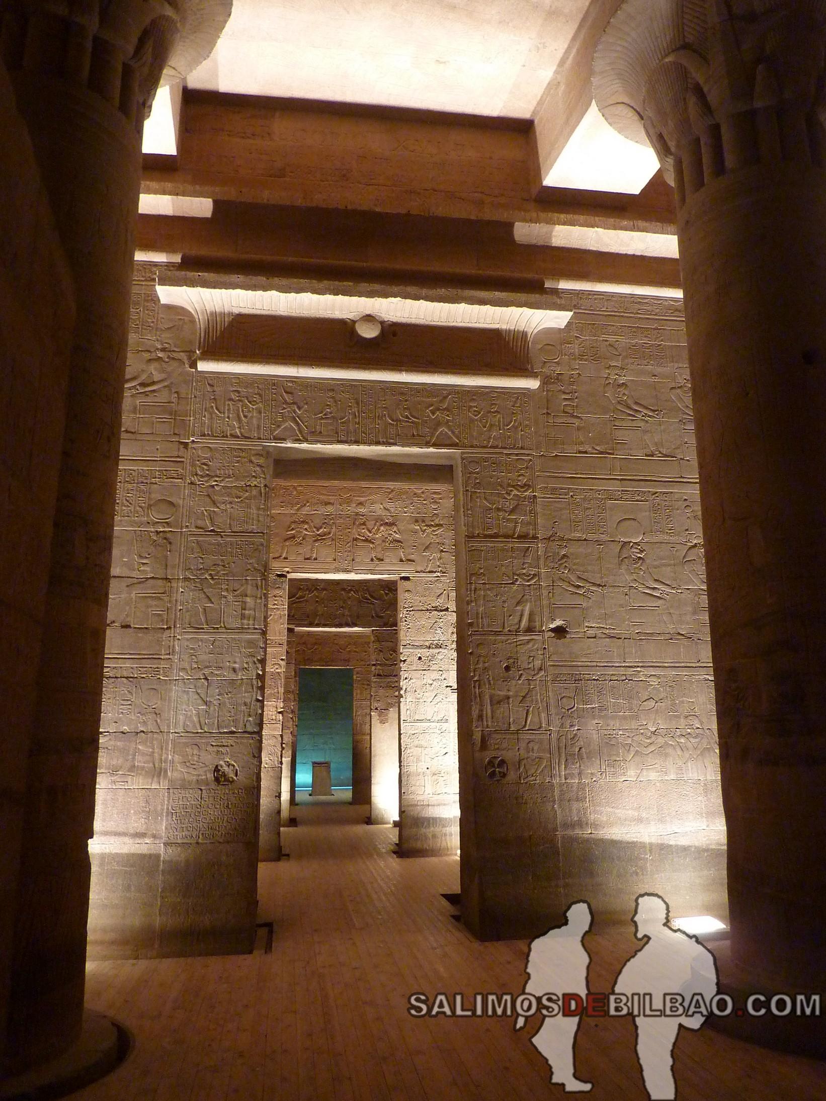 0557. Templo de Philae iluminado, Aswan