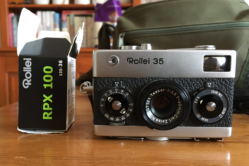 Trying the Rollei 35 out