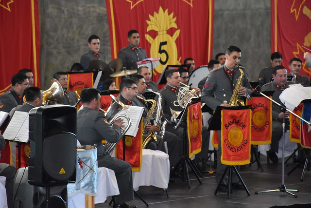 Orquesta Sinfonica del LSMF junto al Rgto Lanceros