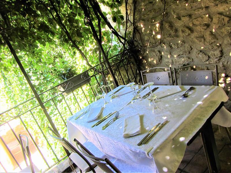 auberge-du-vieux-village-restaurant-mallemort-provence-thecityandbeauty.wordpress.com-blog-lifestyle-IMG_1152 (3)