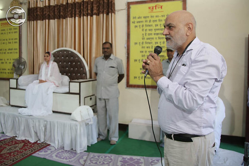 Devotional song by Dilbag Uppal from Sant Nirankari Colony, Delhi