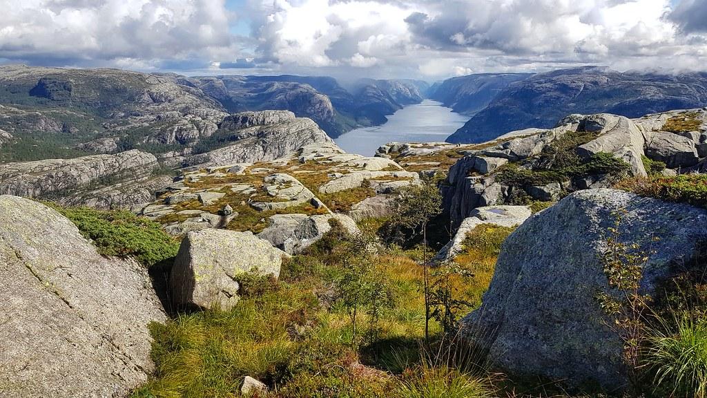 Widok na Lysefjord z Preikestolen