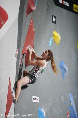 ifscwch-innsbruck-bouldersemifinals-women-friday-008-D85_2189