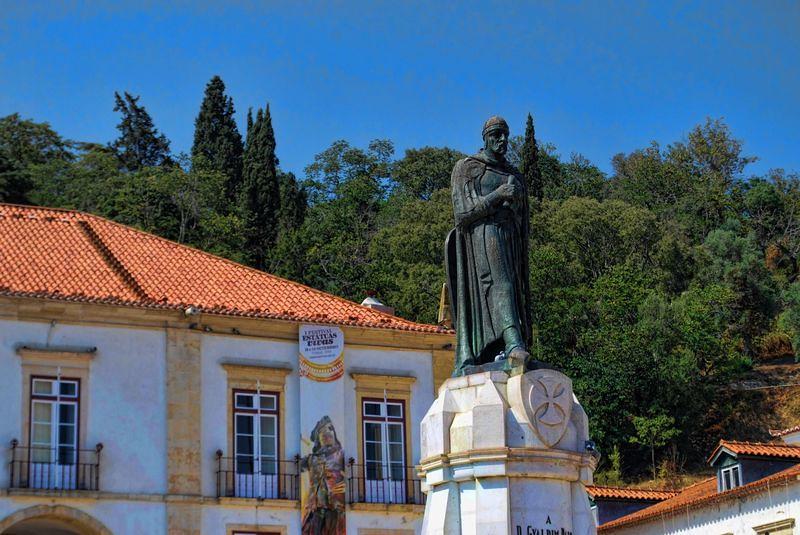 gualdim-pais-statue-city-of-tomar