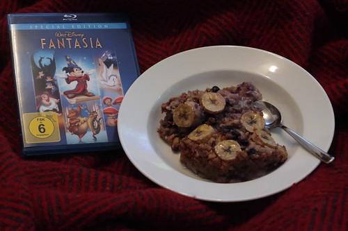 """Erste Hälfte des Gebackenen Haferbreis mit Bananen und Heidelbeeren zur ersten Hälfte des Walt Disney Klassikers """"Fantasia"""""""