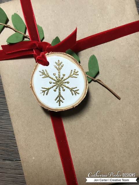 Jen Carter CP Wood Slice Ornaments White Snow Closeup 8