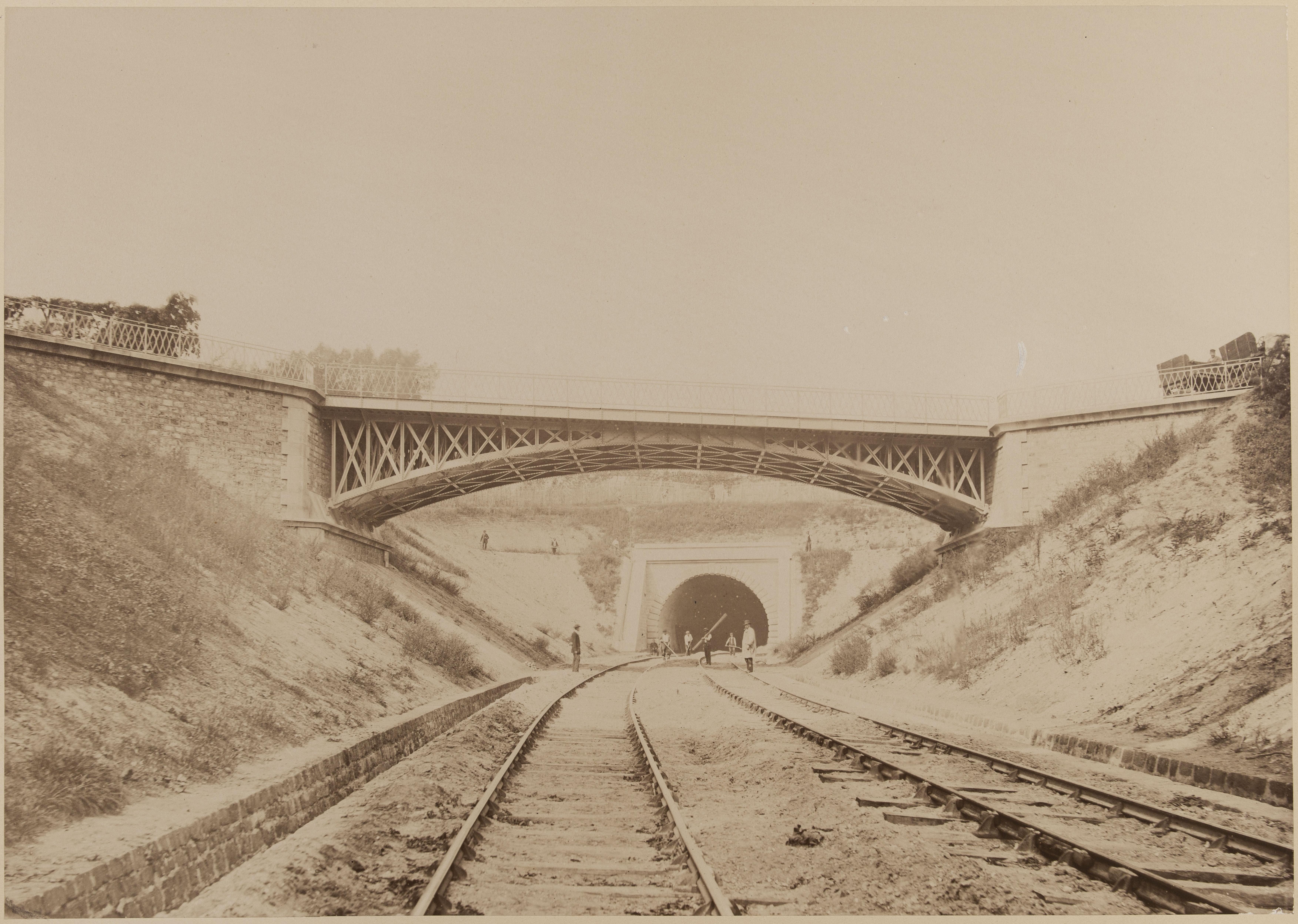14. Выезд из тоннеля возле Лувесиенса и верхний путепровод