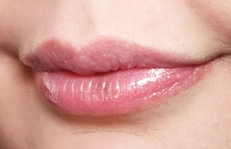 avon lip glow aura 005