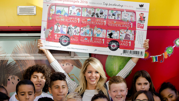 Actress Linda de Mol and Dutch schoolchildren during the 2016 Kinderpostalzegels campaign.