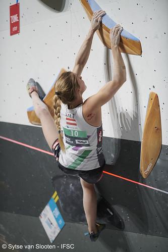 ifscwch-innsbruck-boulderfinals-women-friday-038-D85_3221