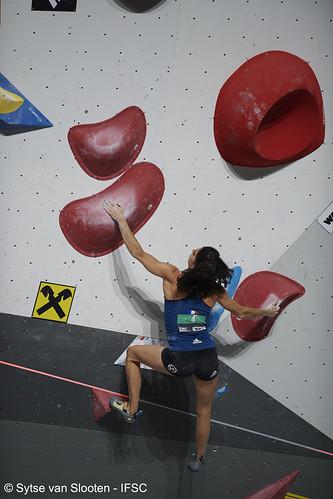 ifscwch-innsbruck-bouldersemifinals-women-friday-021-D85_2360