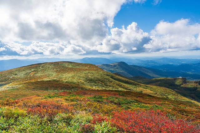 栗駒山を越えて天狗平へ下る