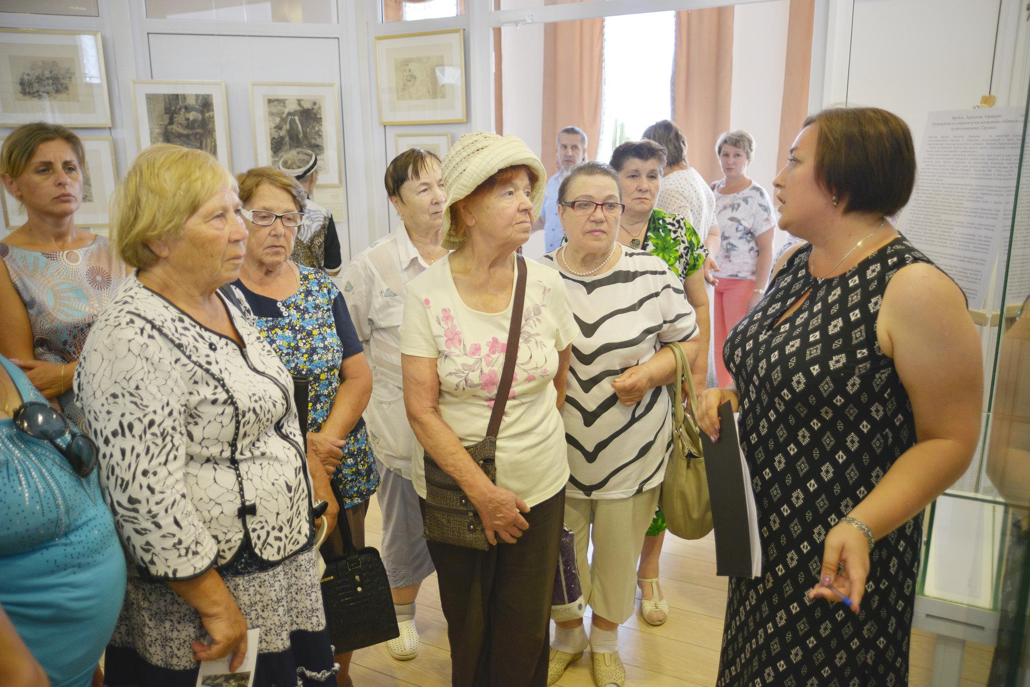 Один день из жизни музея «Тарханы»: более шести тысяч посетителей, сорок одна экскурсия, множество театрализованных представлений...