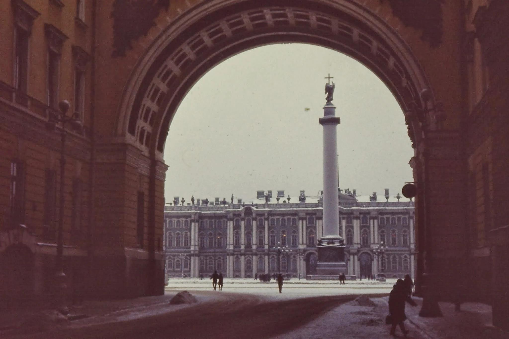 27. Вид на Зимний дворец