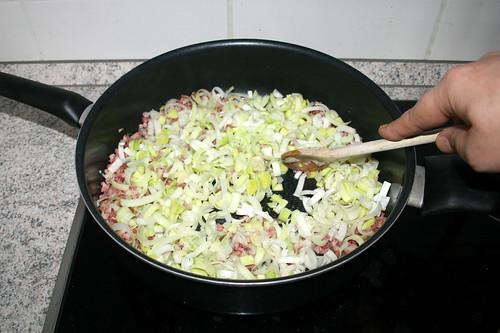 06 - Zwiebel & Lauch andünsten / Braise onion & leek