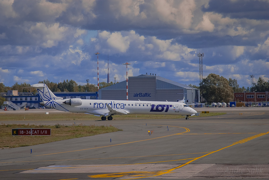 Bombardier CL-600-2B19 CRJ-200. 13:07:56  DSC_0937