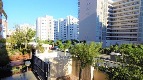 vivienda muy soleada en la Cala de Villajoyosa, cerca del mar.  Solicite más información a su inmobiliaria de confianza en Benidorm  www.inmobiliariabenidorm.com