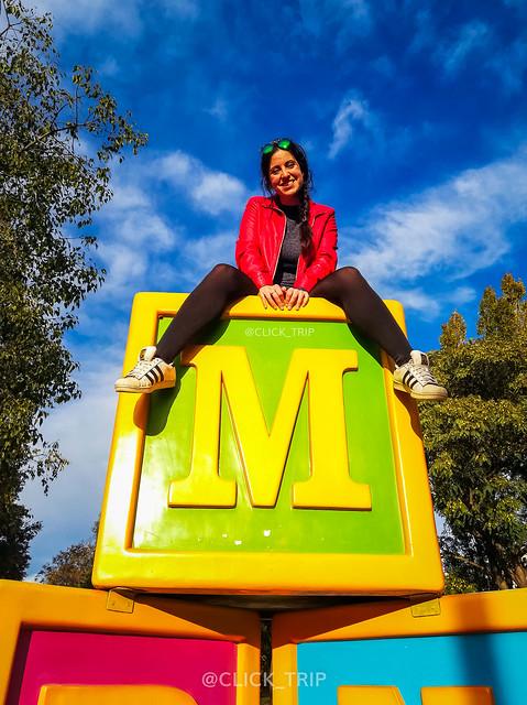 · Diversión para todos en el Parque Francesc Macià · Parque esculturas gigantes ·
