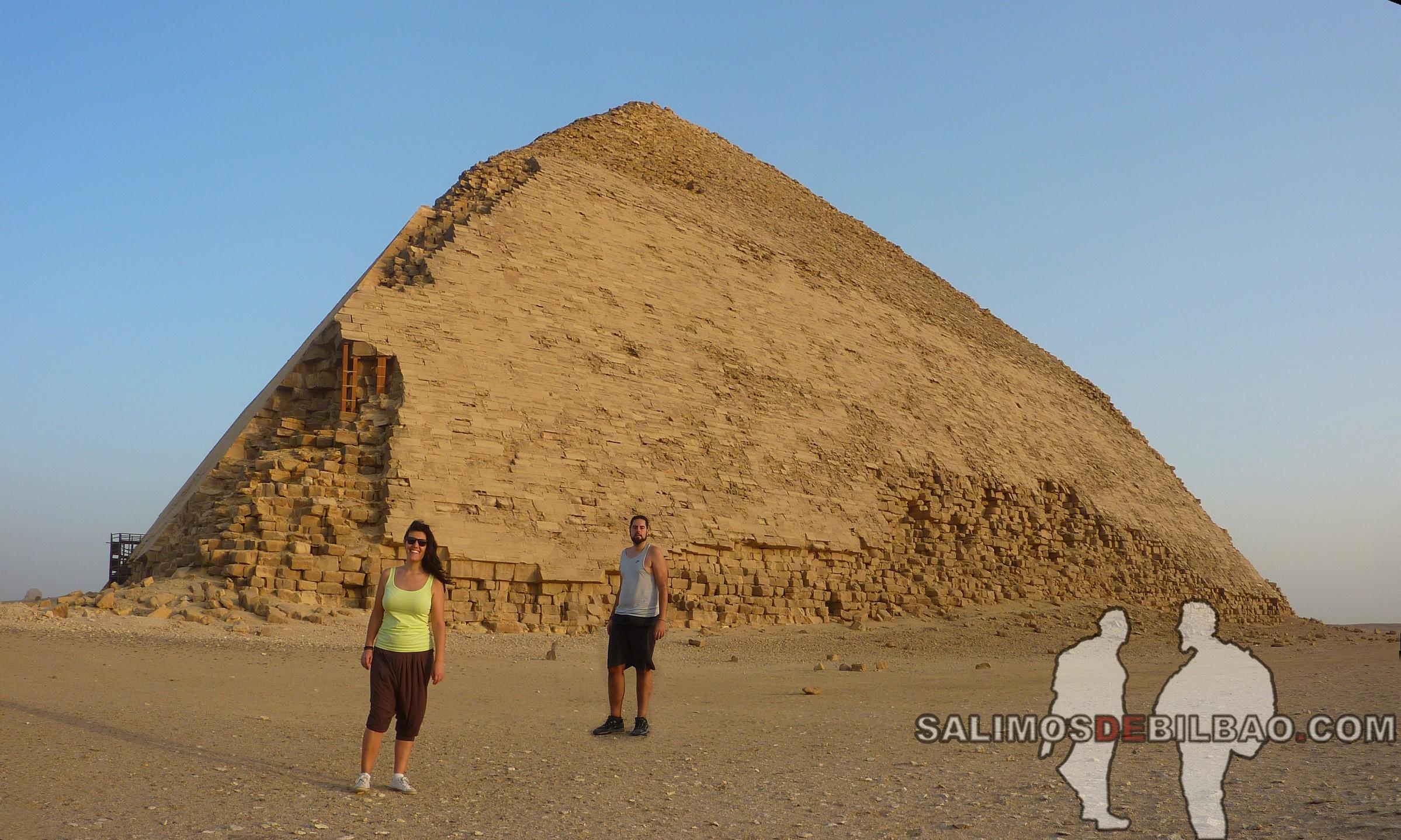 0251. Katz y Saioa, Pano, Pirámide inclinada de Saqqara