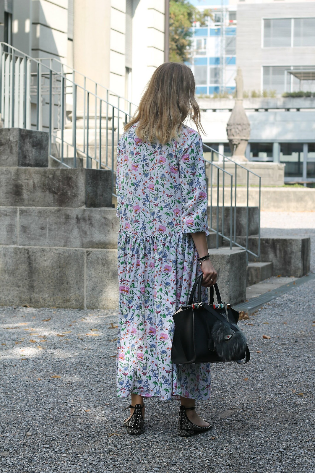 floral-maxidress-whole-outfit-back-wiebkembg