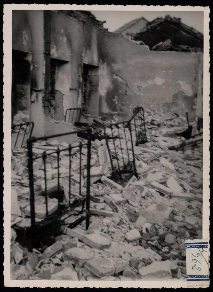 Colegio de los Maristas de Toledo a finales de septiembre o comienzos de octubre de 1936 tras la entrada de las tropas franquistas. Fotografía de Claudek, pseudónimo de la condesa Claude-Marguerite de Kinnoull. Biblioteca Nacional de España.