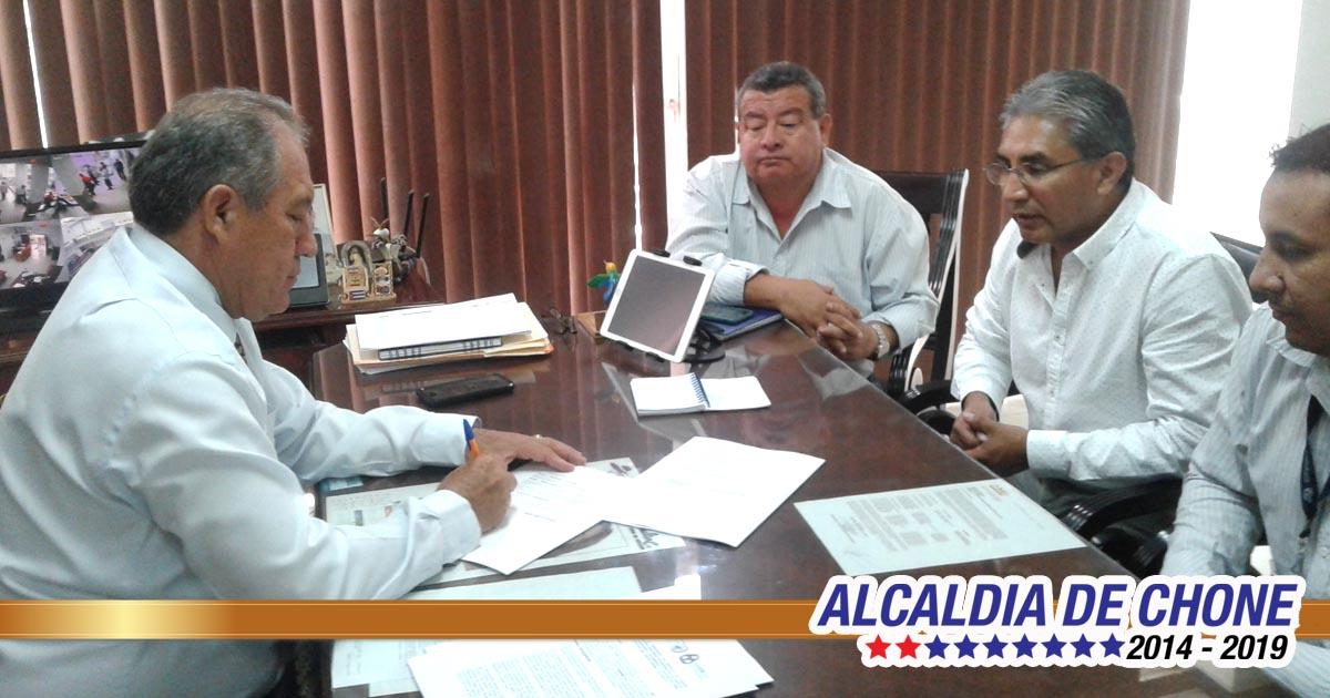 Gobierno local firma convenio en gestión ambiental