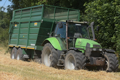 Deutz Fahr Agrotron 165 Mk3 Tractor with a Smyth Trailers Super Cube Field Master Trailer