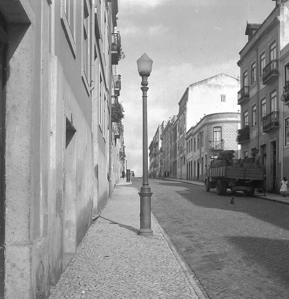 Rua castiça, Lisboa (A. Ferrari, s.d.)