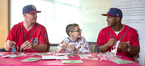 Harrisburg Senators visit Penn State Children's Hospital