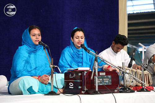 Devotional song by Lovely and Poonam from Palam, Delhi