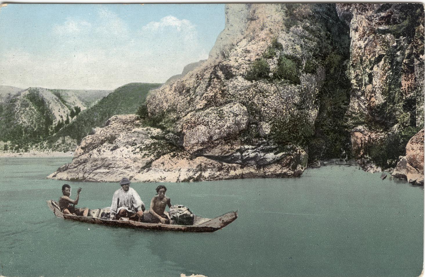Переправа через Катунь на лодке-долбленке у Джир-бома выше устья реки Чуи