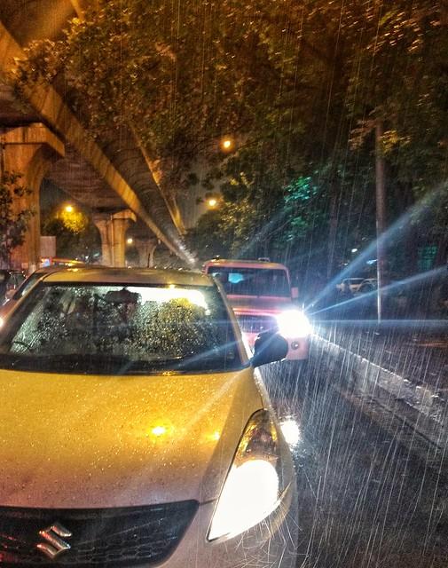 Raining - Abshine stories  #rain #delhi #raining #lighting #cars #traffic #motog #motorola #mobilephotography #motography