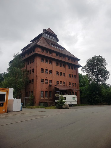 20180624 20 099 Baltica Grabau GetreideSilo Turm Weg Bäume