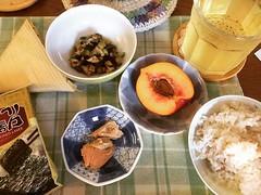 good morning❤︎ ・ ・ ・ #納豆 #ちいさなしもにた #山形だし #ネクタリン #長野産 #米 #鮭 #韓国海苔 #水出し #煎茶 #東京 #朝ごはん #朝食 #natto #yamagatadashi #nectarine #salmon #rice #coldbrew #sencha #koreannori #tokyo #japan #breakfast #岩船産コシヒカリ