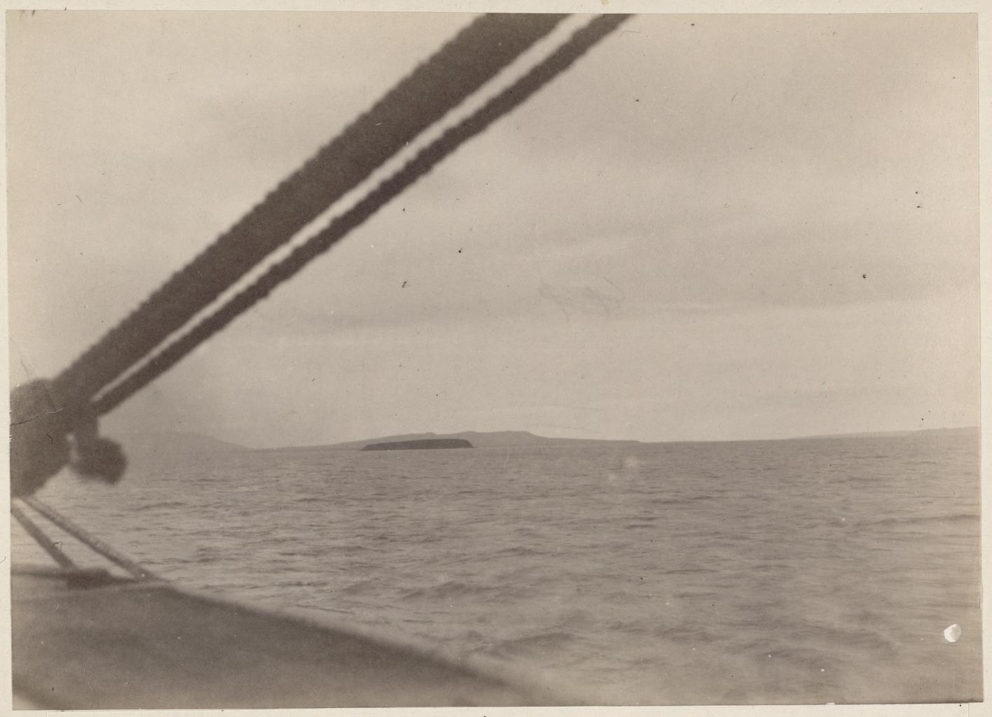 Остров Алюмка при входе в устье Анадыри