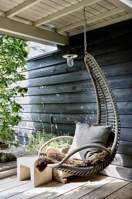 Hangstoel veranda vachtje kussen