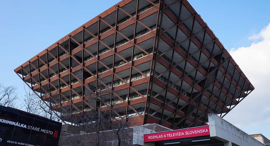 Architectuur in Bratislava: Slowaakse radio | Mooistestedentrips.nl