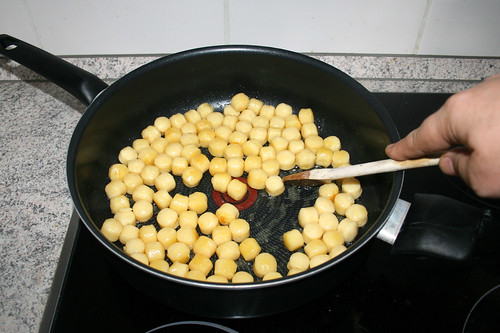 17 - Gnocchi goldbraun anbraten / Brown gnocchi