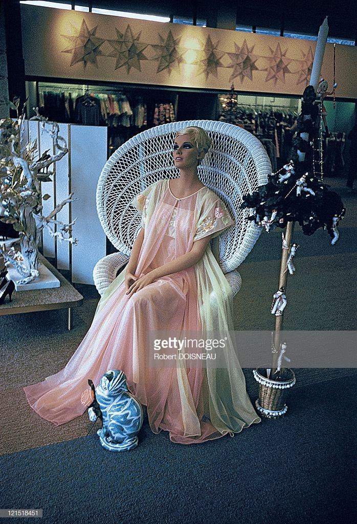 1960. Палм-Спрингс. Манекен в кресле