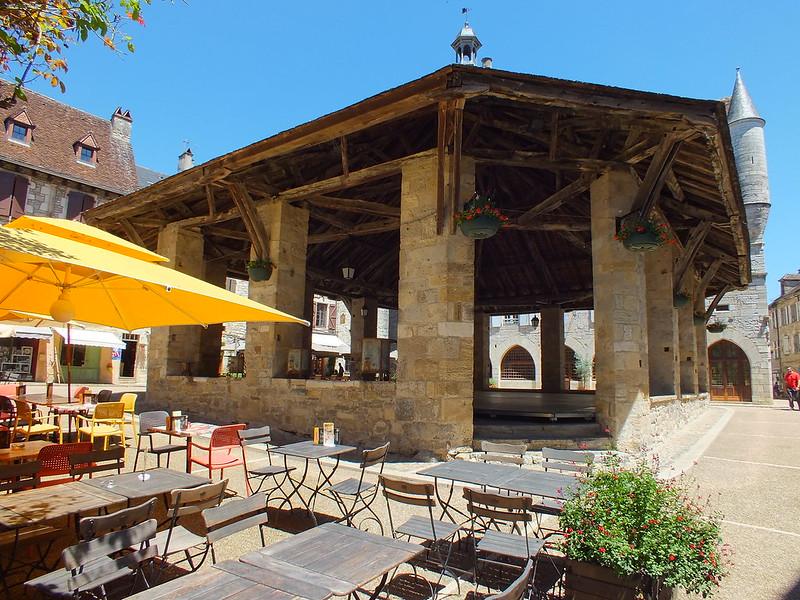 [185-002] Martel - La halle du XVIIIe (Place des Consuls)