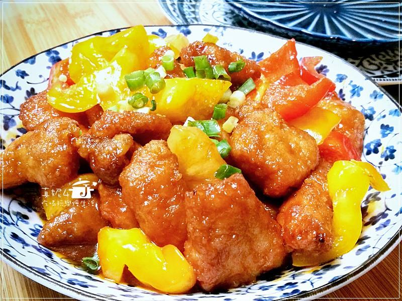 咕咾肉食譜,要放鳳梨才會有鹹酸甜的風味,裹粉再炸肉塊才會嫩