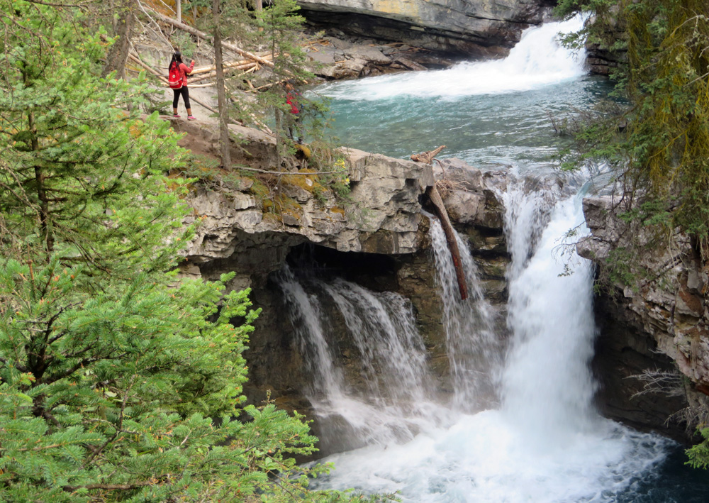 johnston-canyon-waterfalls-hike