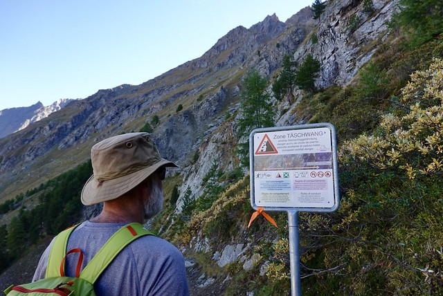 Rockfall warning; do not linger