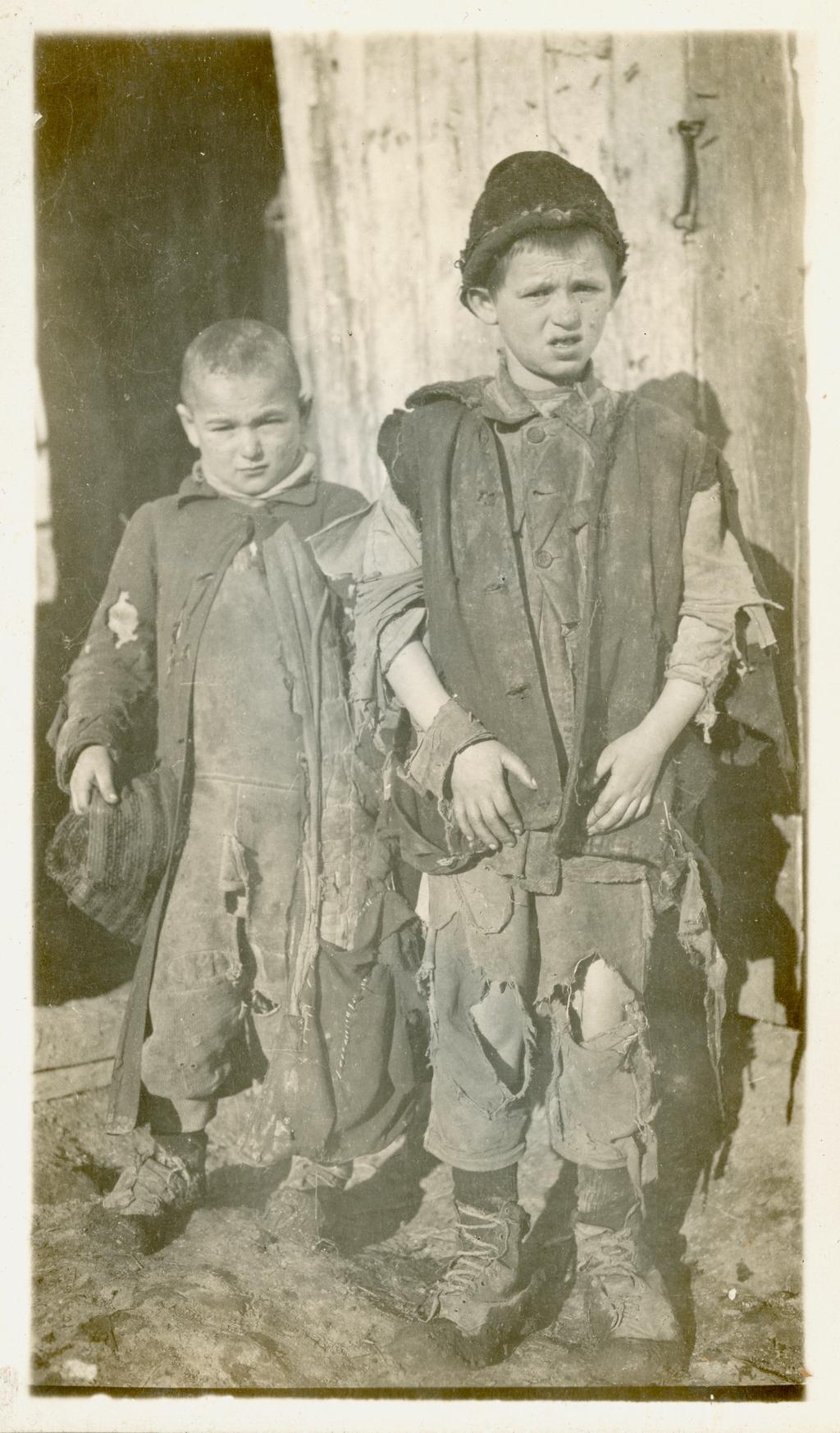 Еврейские дети — сироты войны в Дубно, Польша