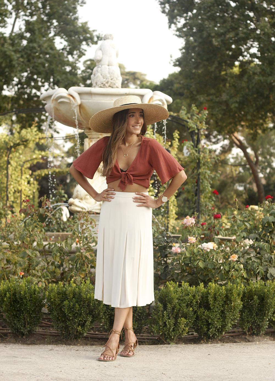 terracotta top white midi skirt straw hat flat sandals street style 201802