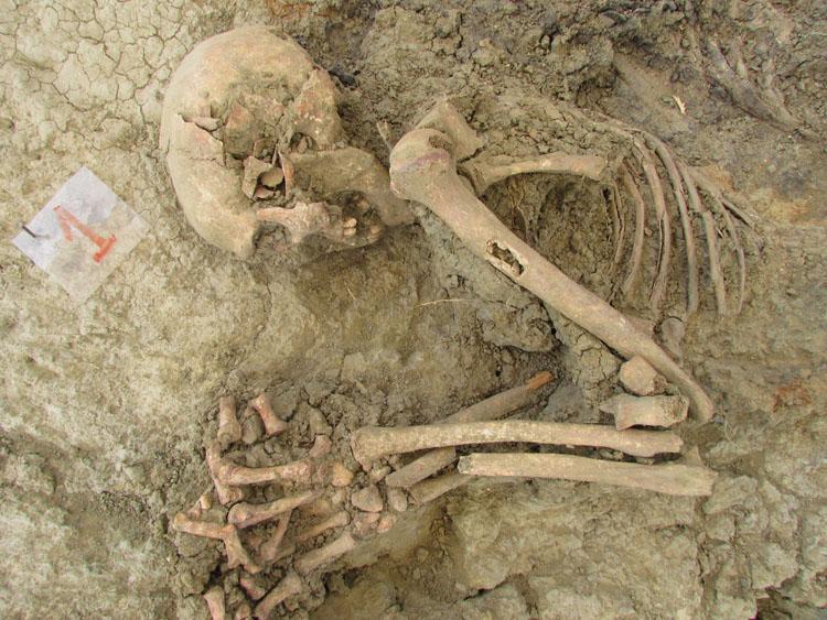 Restos hallados en fosa del Marrufo. Julio 2012 (2)3