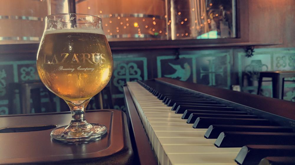 Пивоварня организует уроки игры на фортепиано с пивом