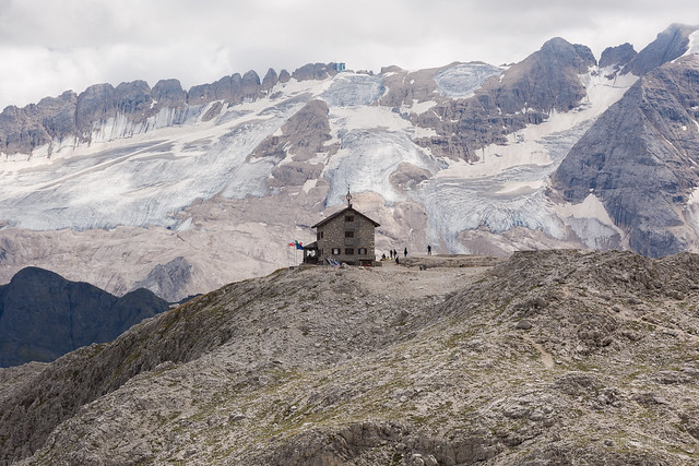 Rifugio Franz Kostner al Vallon with Marmolada Glacier