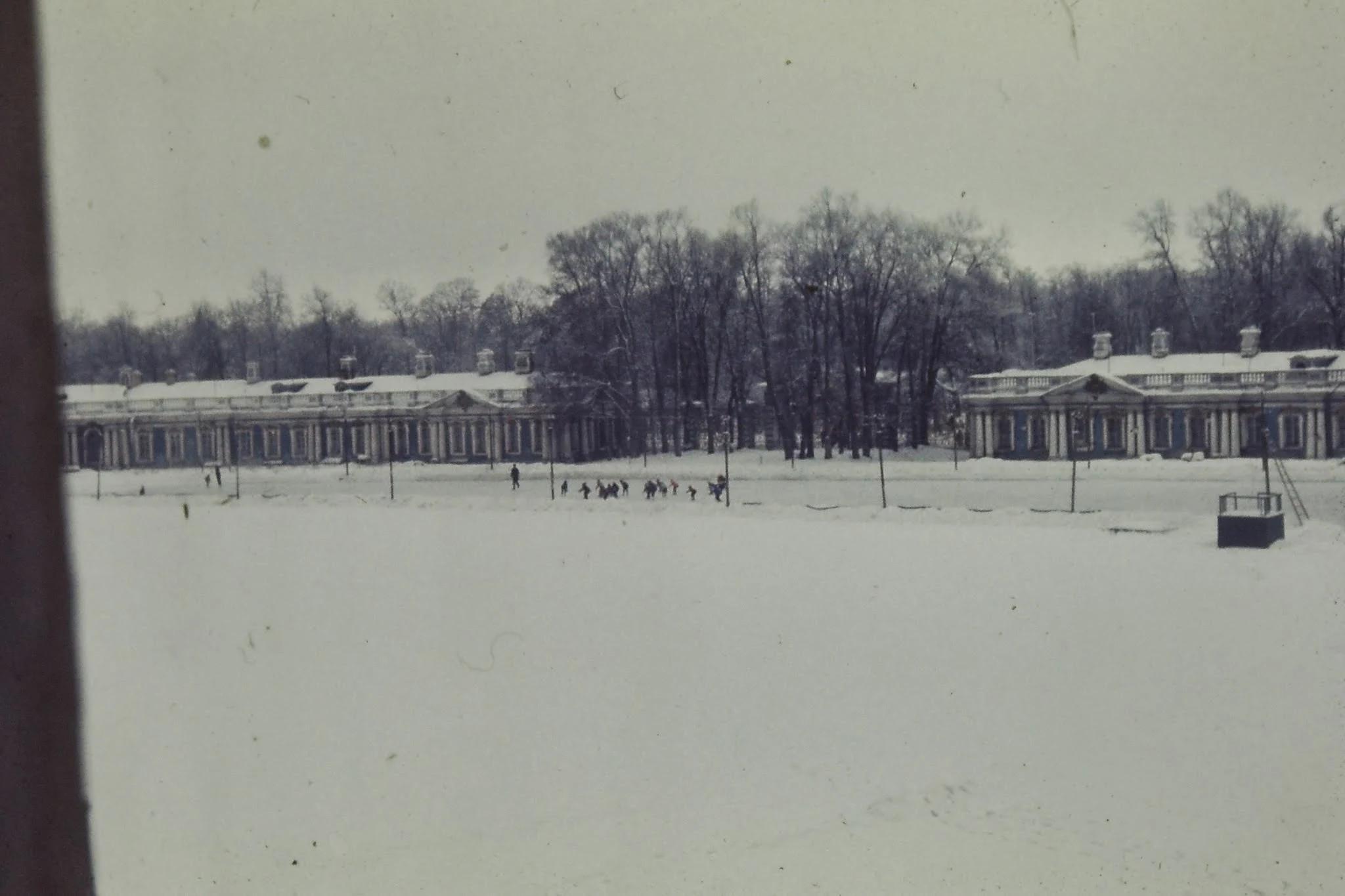 Школьники на коньках